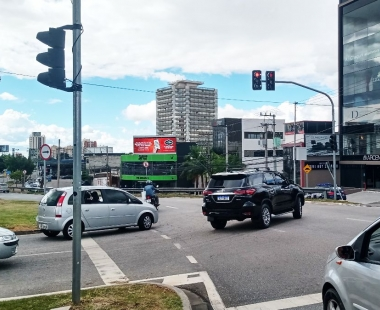 Outdoor na Avenida Professora Izoraida Marques Peres em Sorocaba